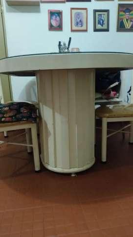 Comedor en madera y metal de 6 puestos, incluye 4 sillas