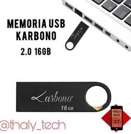Memoria USB de 16GB.