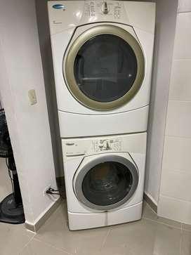 Lavadora y secadora color blanca whirlpool