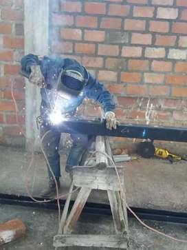 maestro soldador necesita una oportunidad de trabajo.también tengo experiencia en cerrajeria.