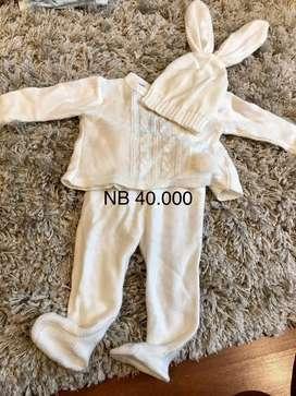 Conjunto bebe recien nacido beige usado marca romeo tejido a mano
