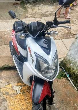 Vendo moto automática  en excelente estado