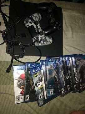 Se vende ps4 con dos mandos y juegos