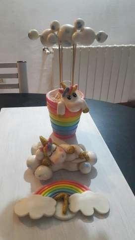 Vendo Adorno para torta de  Cumpleaños niñas