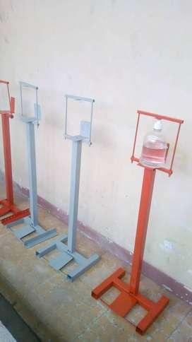Dispensador de pedal para alcohol atomizado