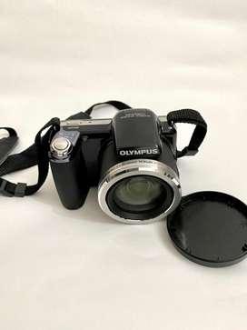 Camara digital OLYMPUS zoom 36x con estuche y memoria 8gb. como nueva