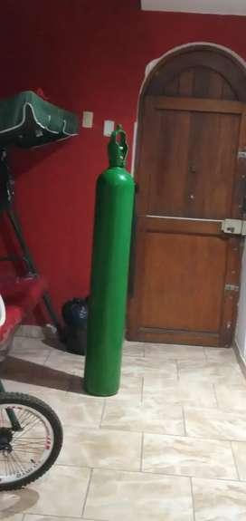 Balon de oxigeno 10m3 casi lleno con manometro valvula y vaso humidificador. Como nuevo