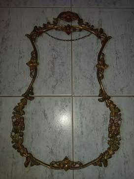 Venta de Marco de bronce solo le falta el espejo se lo vende en 50 no es precio fijo
