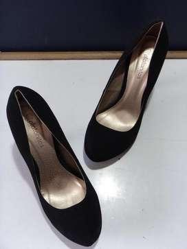 Zapato De Mujer Color Negro Tipo Gamuza