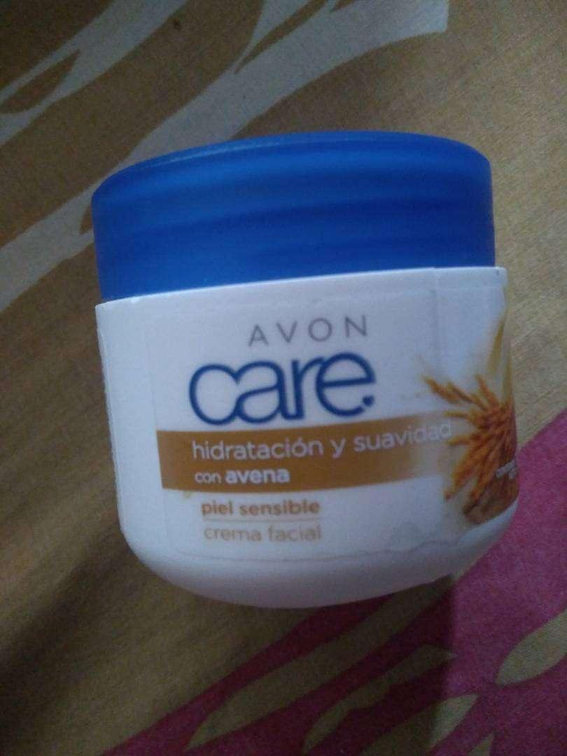 Crema facial hidtatacion y suavidad con avena de Avon. 0