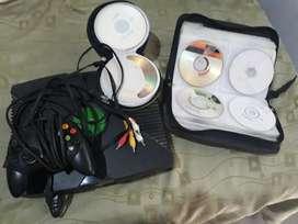 Vendo xbox caja negra con 1 control y 70 juegos en cd