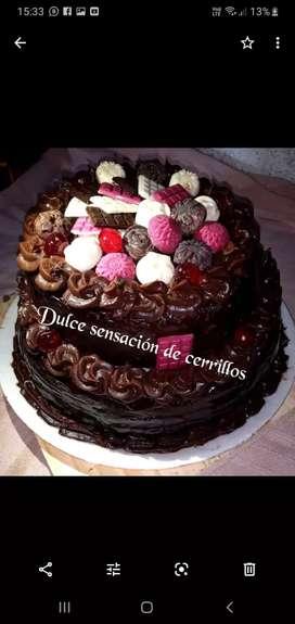 Dulzuras. Tortas y tartas mesa dulce