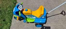 Moto triciclo con soporte para niños pequeños removible