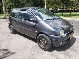 Renault Twingo con aire en buen estado.