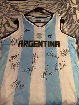 Camiseta de la seleccion argentina de basket firmada por el equipo sub campeon del mundo