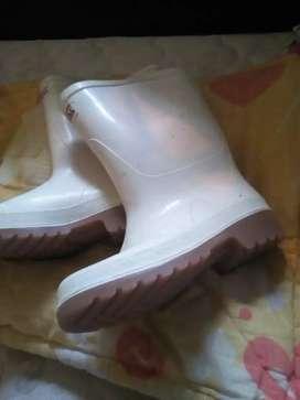 Vendo botas de caucho nuevas talla 36 para hombre o para mujer