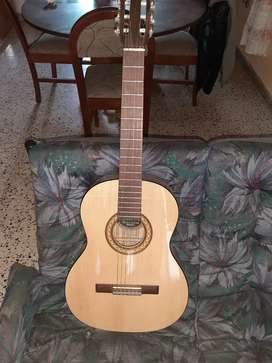 Guitarra criolla  Romantica incluye cuerdas en su  para respuestos