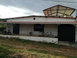LUJOSA CASA ESQUINERA CENTRAL EN RIVERA