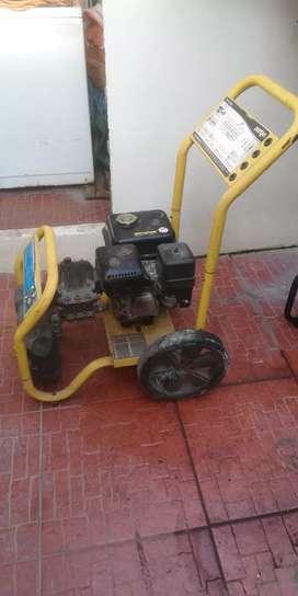 Vendo hidrolavadora porten a gasolina de 6.5 hp 3000 psi