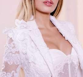 Se requiere asesora de moda Colombiana