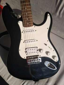 Se vende guitarra eléctrica con cable