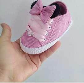 Hermoso calzado infantil