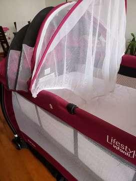 Cuna para bebé Infanti color guinda+colchón +asiento baño