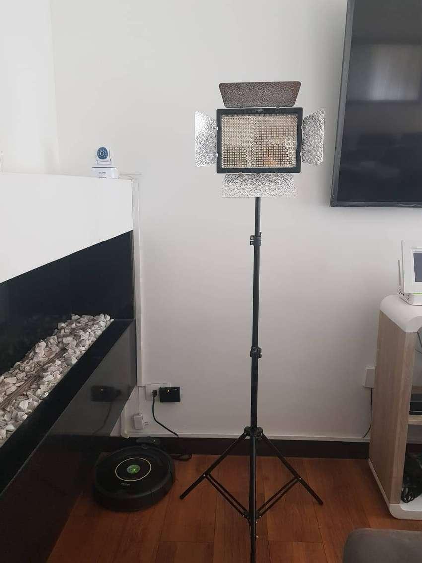 Luz Led Yongnuo Yn-600 Con Adaptador A/c Y Tripode De 2 Mts 0