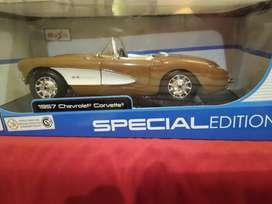 Chevrolet Corvette convertible 1957 escala 1:18, Edición Especial.