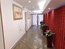 ¡Departamento de venta 1° piso, remodelado! Con 2 dormitorios más un estudio y linda terraza. Muy amplio con 133 m2.
