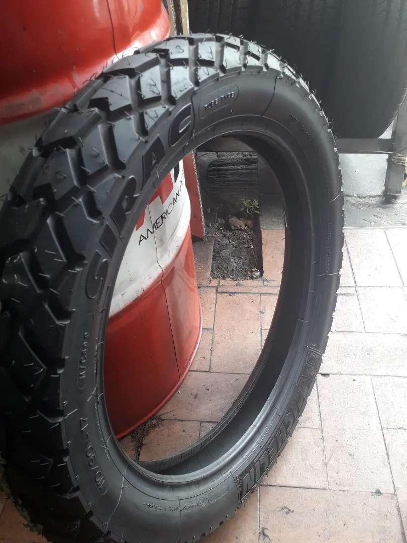Llanta Michelin 110-90-17 Nueva