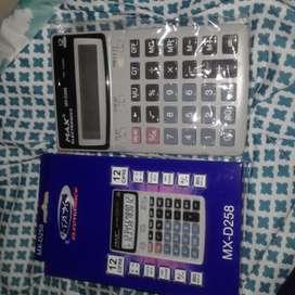 Calculadora Modelo MX-D258 de bateria y tambien carga con la luz solar