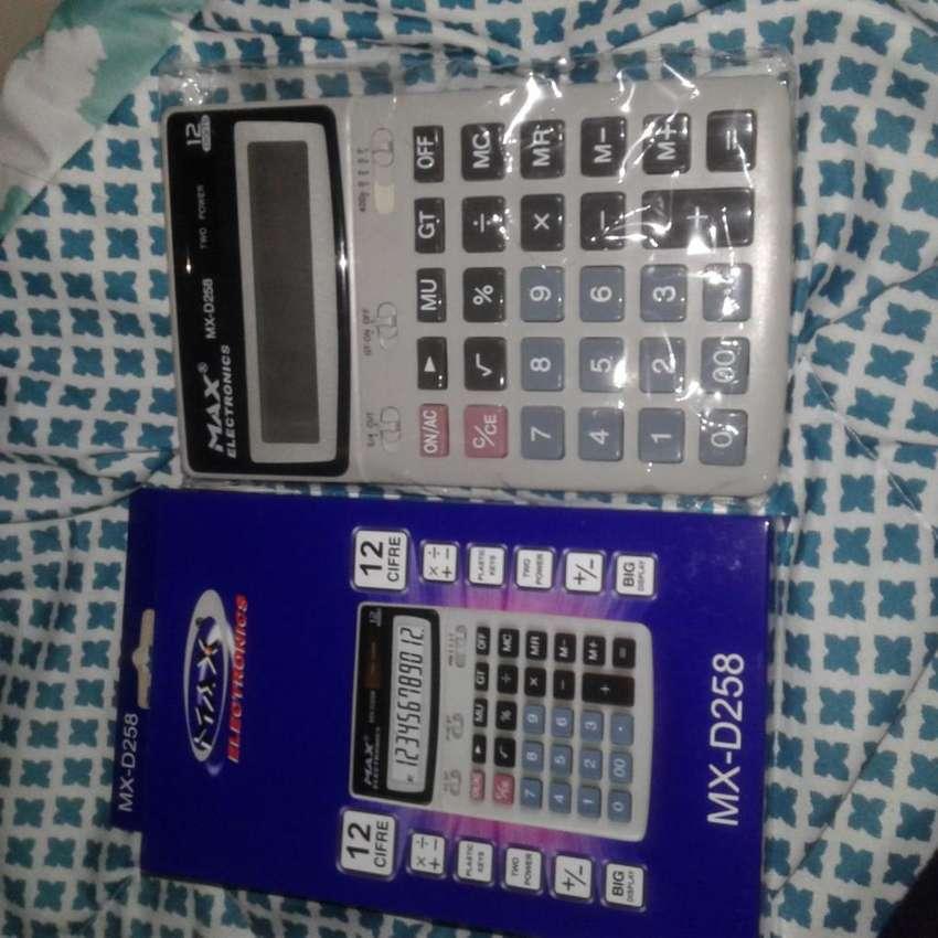 Calculadora Modelo MX-D258 de bateria y tambien carga con la luz solar 0