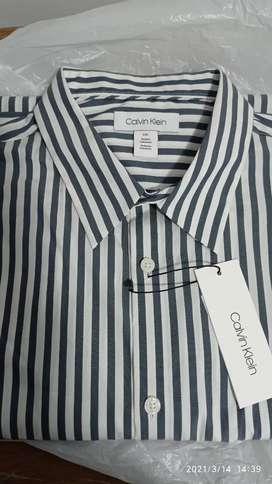 Camisa Calvin Klein original talla l manga larga , nueva con etiquetas.