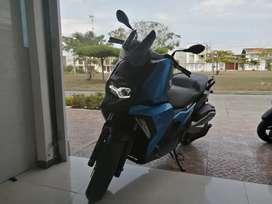 Se vende moto bmw c400x  para estrenar