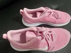 Vendo zapatilla deportiva Nike Flex Experience 8