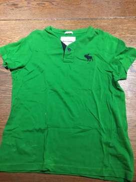 Remera Abercrombie. Color verde para chicos