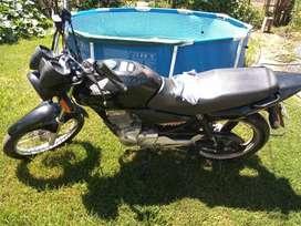 Honda titán excelente estado..funciona todo...