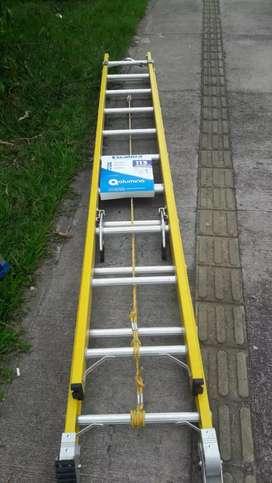 Escalera extensión dieléctrica 20 pasos,en fibra de vidrio con apoya postes