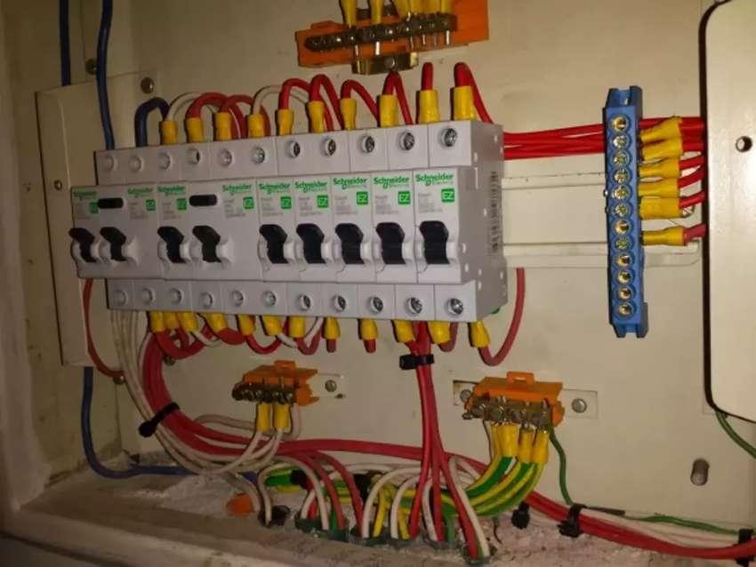 Electricista domiciliario e industrial 0