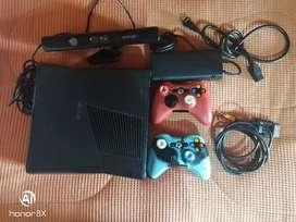 Xbox 360 con juegos, 2 controles con forro y Kinect