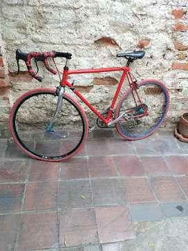 Se vende bicicleta de semi ruta
