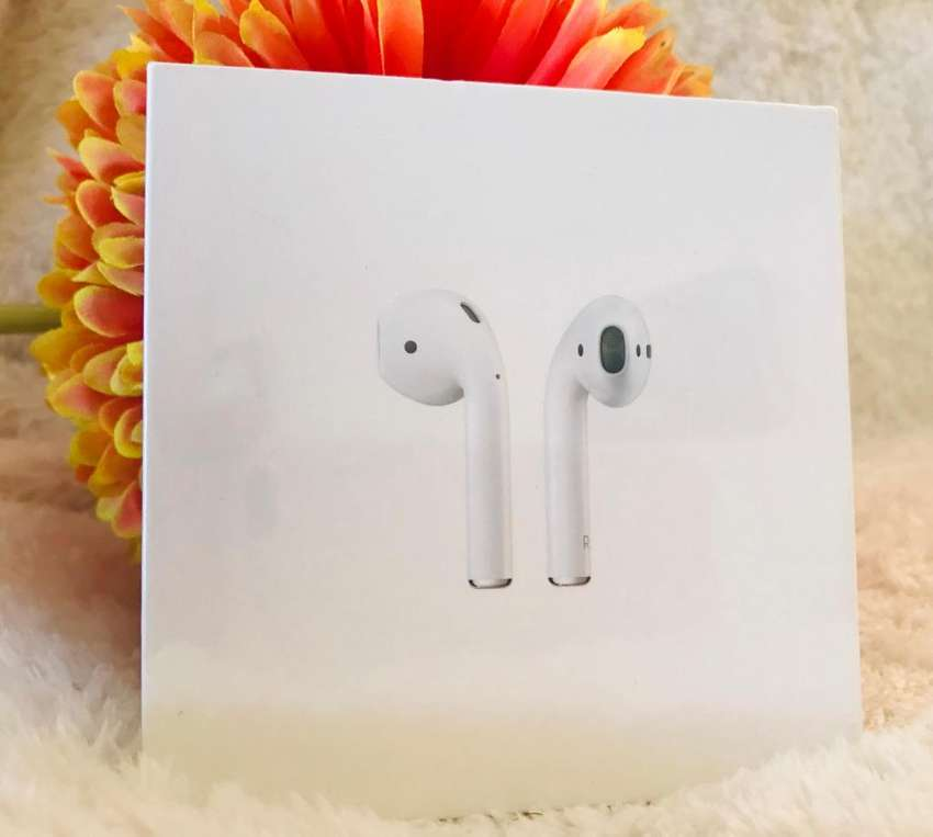 AirPods with Wireless Charging Case 0