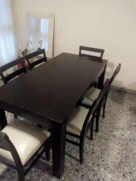 Mesa y sillas casi nuevas