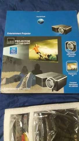 Vendo mini proyector nuevo LED
