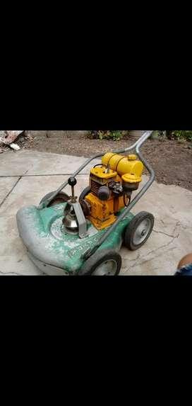 Maquina de cortar pasto a nafta Wayra 4 tiempos refrigerada a aire. Andando en perfecto estado.