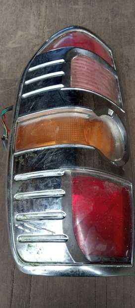 Stop tracero de la Mazda BT50 de lado izquierdo