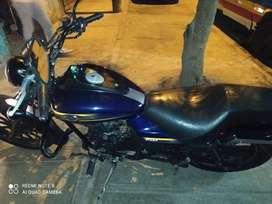Se vende moto Bajaj avenger