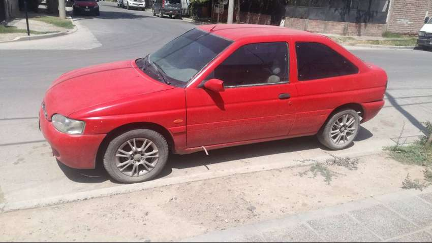 FORD ESCORT 98 COUPE 0