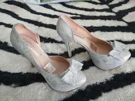Zapatos de tacon color plata
